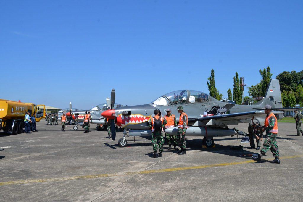 2 Flight Pesawat Tempur Super Tucano Transit Di Lanud Sultan Hasanuddin