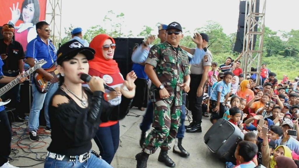 Ratna Antika Meriahkan Hiburan Rakyat di Lanud Had