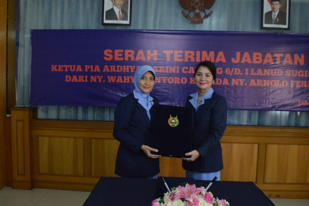 Ny. Arnold Fernando Jabat Ketua PIA Ardhya Garini Cabang 6 D.I Lanud Sukani