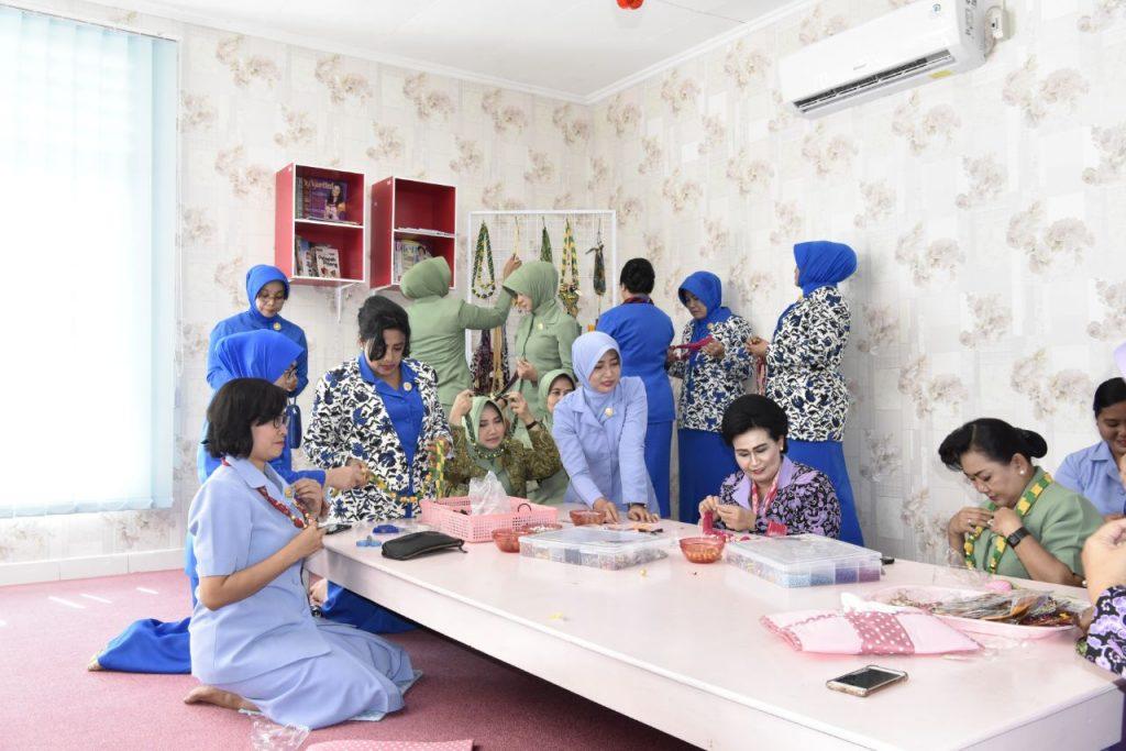 Ny Nani Banggakan Karya Yayasan Ardya Garini Di Bawah Arahan Ny Wanty Minggit Tribowo