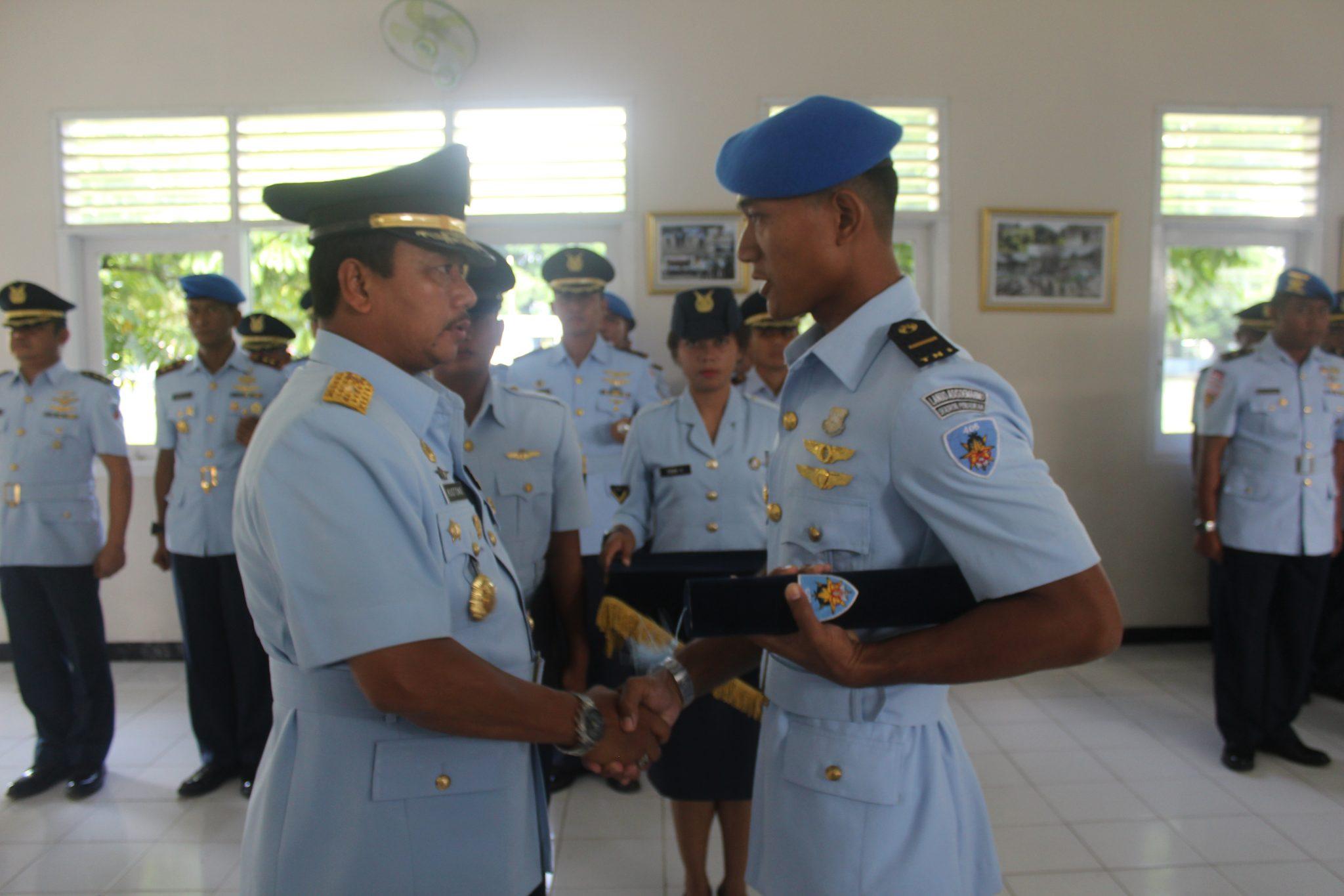 Letda Pom Ramdhani Syafaat A.M., S.Tr. Han Sebagai Siswa Terbaik Sesarcab Pomau Angkatan Ke-23