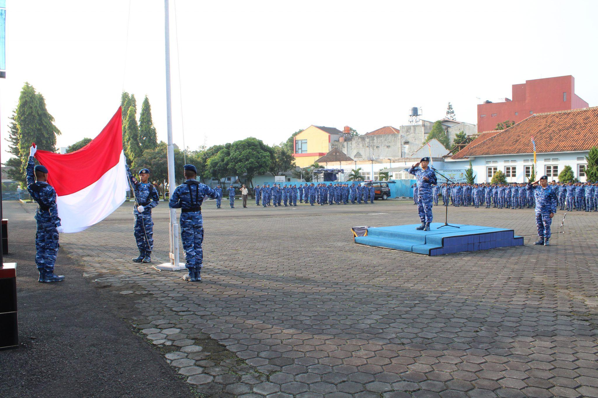 Komandan Wingdiktekkal Irup Upacara Bendera 17-an di Wingdiktekkal Bandung
