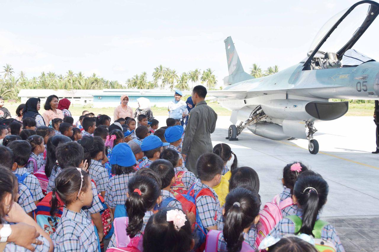 TK Angkasa Lanud Raden Sadjad Ranai-Natuna Kunjungi Pesawat Tempur TNI AU