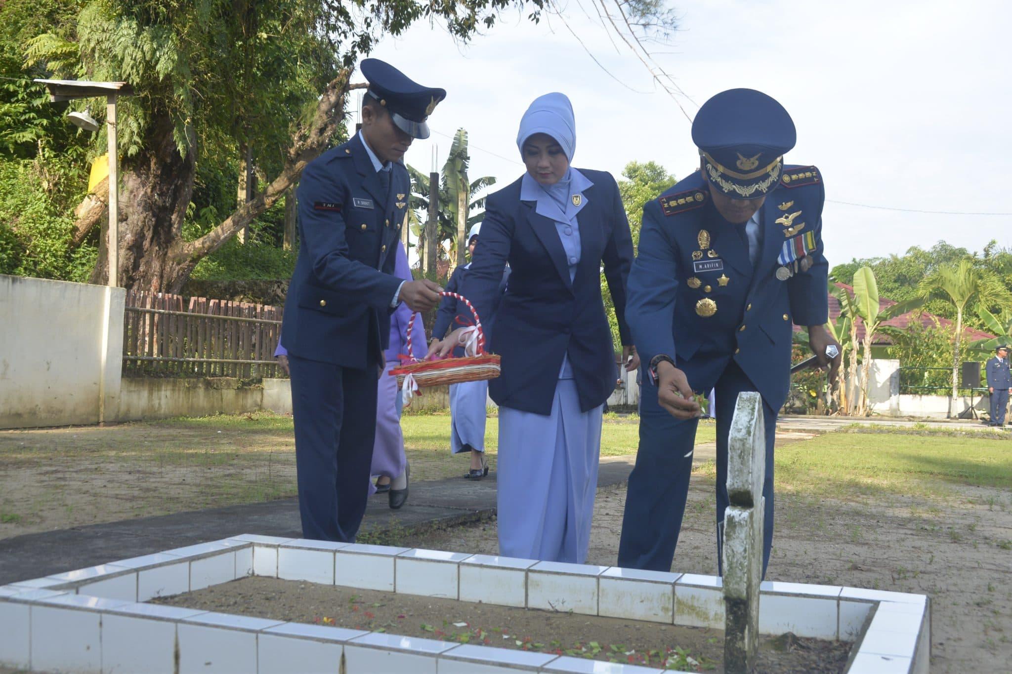 Danlanud Tarakan Pimpin Ziarah Hut Ke-72 TNI AU Di TMP Kusuma Bangsa Dwikora