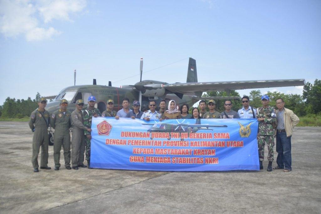 TNI AU DUKUNG TRANSPORTASI UDARA WARGA KRAYAN KALIMANTAN UTARA