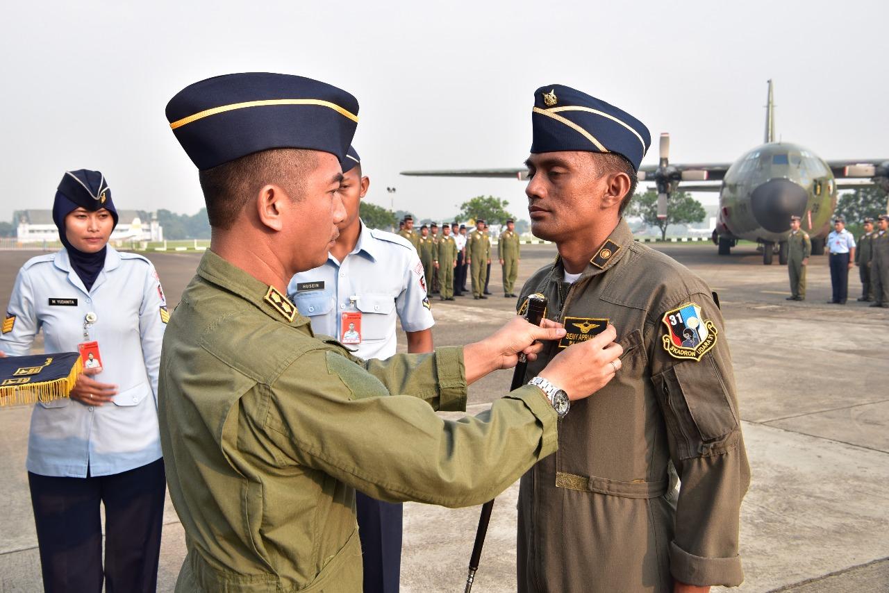 """Skadron Udara 31 Lanud Halim Perdanakusuma Adakan Apel Tradisi Penyematan Rajawali """"00"""""""
