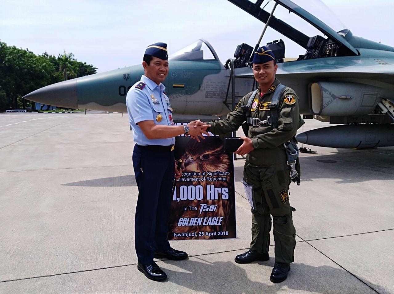Capai 1000 Jam Terbang Diatas Cokpit T50i Golden Eagle, Merlin Dan Keelback Disambut Acara Tradisi