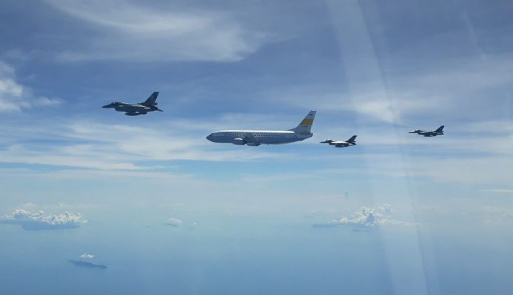 F-16 Skadron Udara 16 Lanud Rsn Kawal Rombongan Panglima TNI