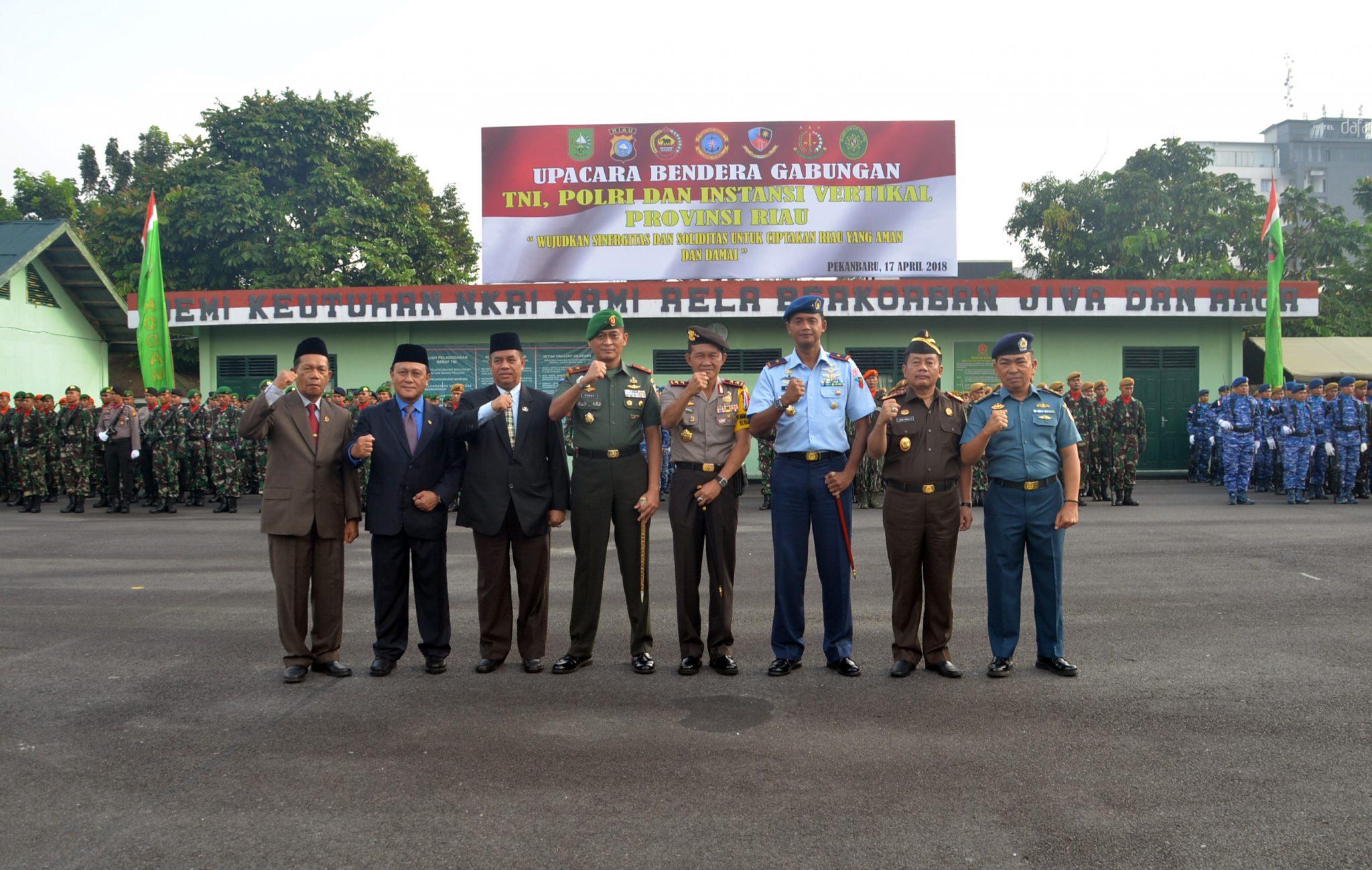 Upacara Bendera Gabungan TNI-Polri di Riau
