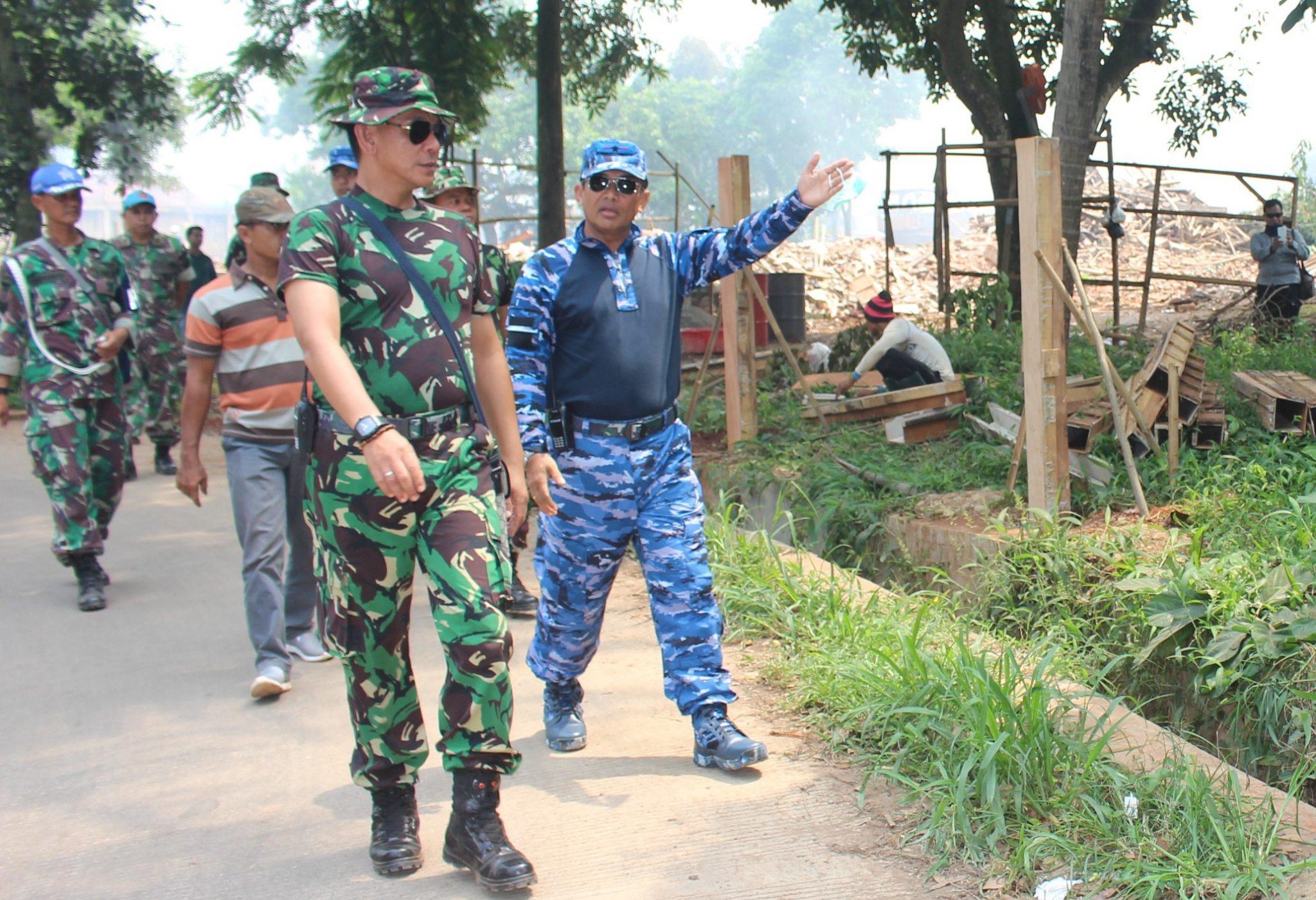 Anggota Lanud Suryadarma Kerja Bakti di Tanah Aset Negara