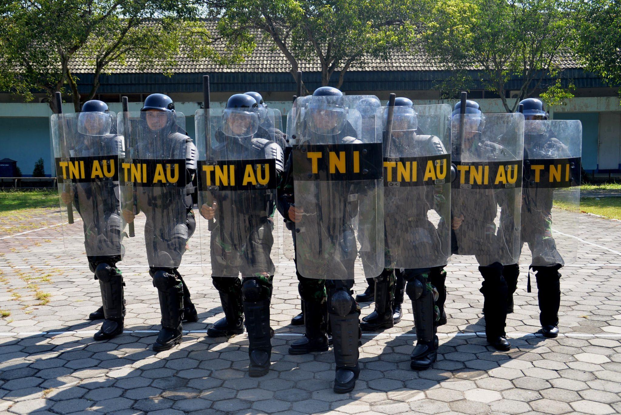 Lanud Surabaya Simulasikan Latihan Anti Huru Hara