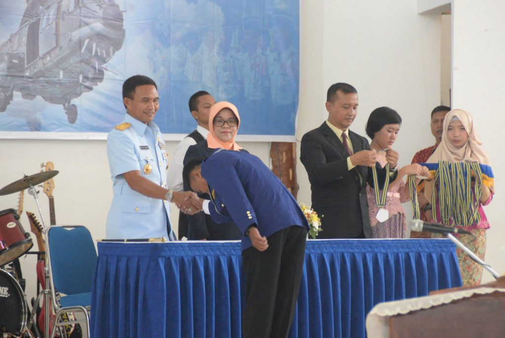240 Siswa SMK Penerbangan Lanud Atang Sendjaja di Wisudakan