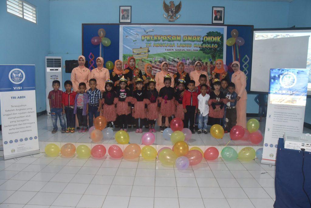 Acara Pelepasan Anak Didik TK Angkasa Lanud Haluoleo