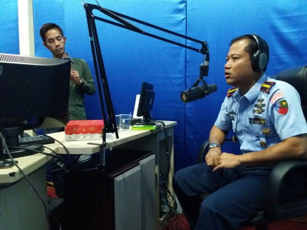 Wawancara Radio Tentang Operasi Udara Di Lanud Sam Ratulangi