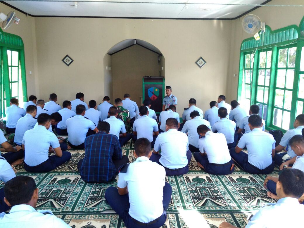 Personel Lanud Leo Wattimena Sambut Bulan Ramadhan 1439 H Dengan Sholat Dhuha Dan Doa Bersama