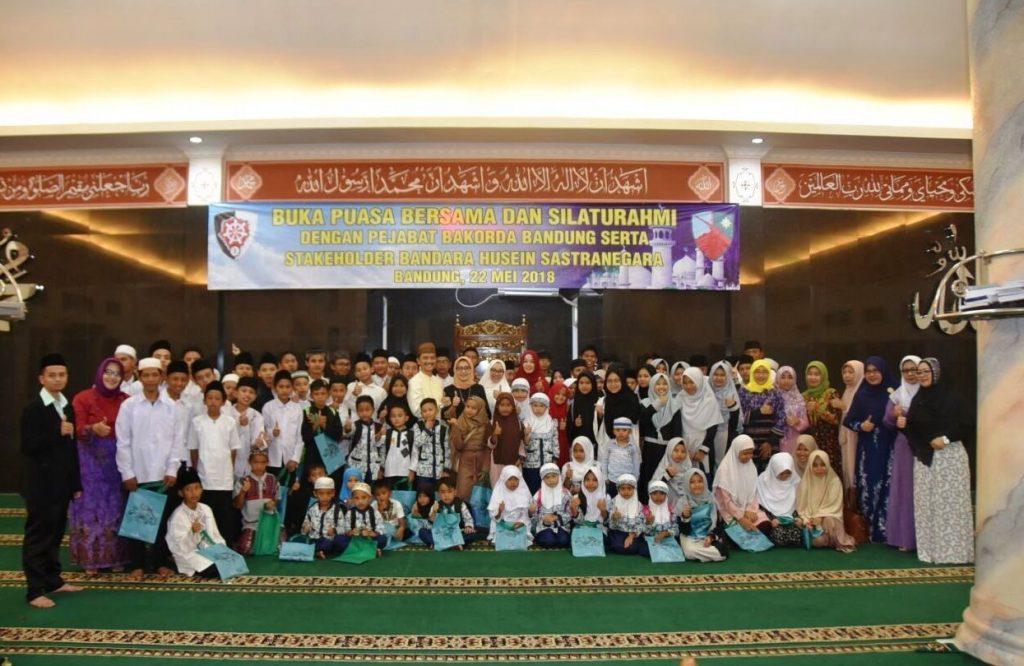 Danlanud Husein Sastranegara : Acara Buka Bersama, Eratkan Silaturahmi