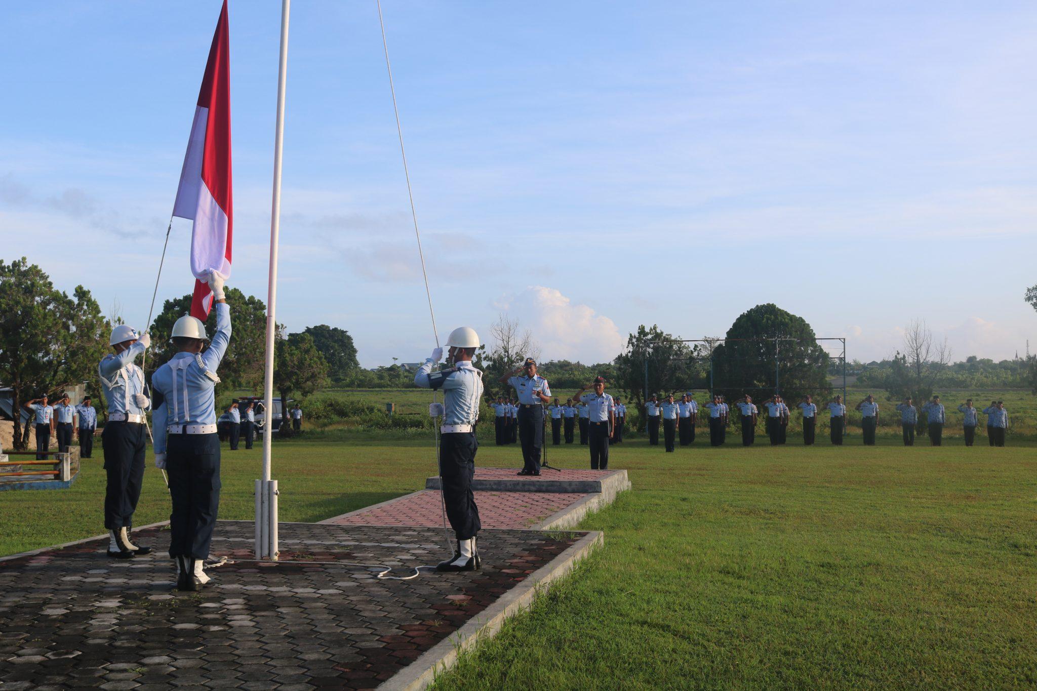 Upacara Bendera Memperingati Hari Kebangkitan Nasional Ke-110 di Lanud D. Dumatubun