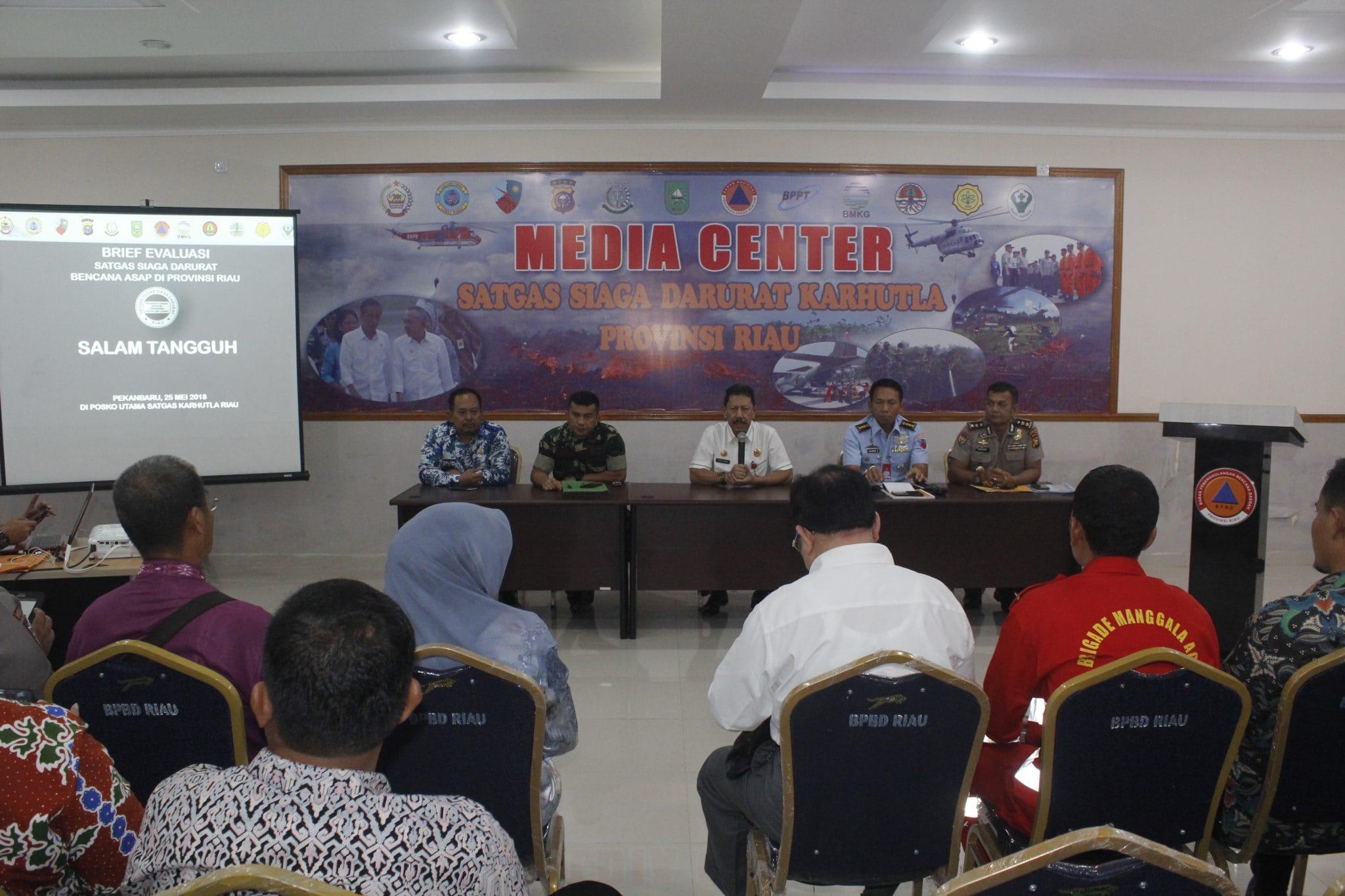 Rapat Evaluasi Satgas Karhutla Riau di Lanud Rsn