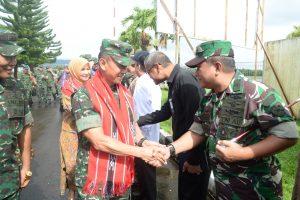 Komandan Lanud Pattimura Menyambut Kedatangan KASAD