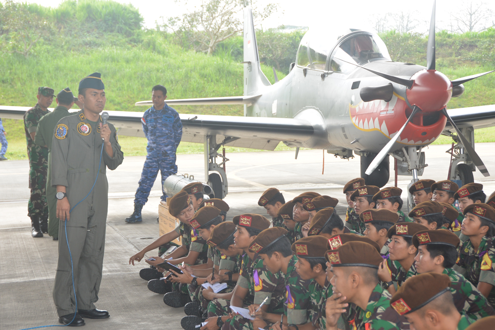 Taruna -Taruni Akademi TNI Disuguhi Simulasi Operasi Udara