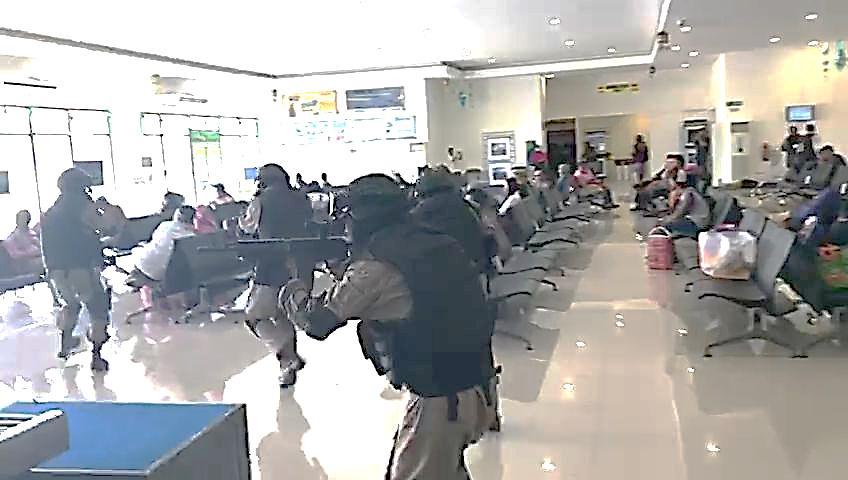 Penindakan Kelompok Pengacau Keamanan Di Bandara Frans Kaisepo