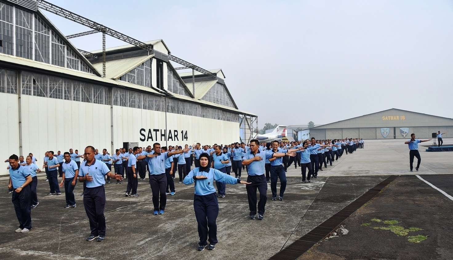 Jalin Silaturahmi Dan Kekompakkan Personel Lanud Husein Sastranegara Dan Depohar 10 Senam Poco-Poco