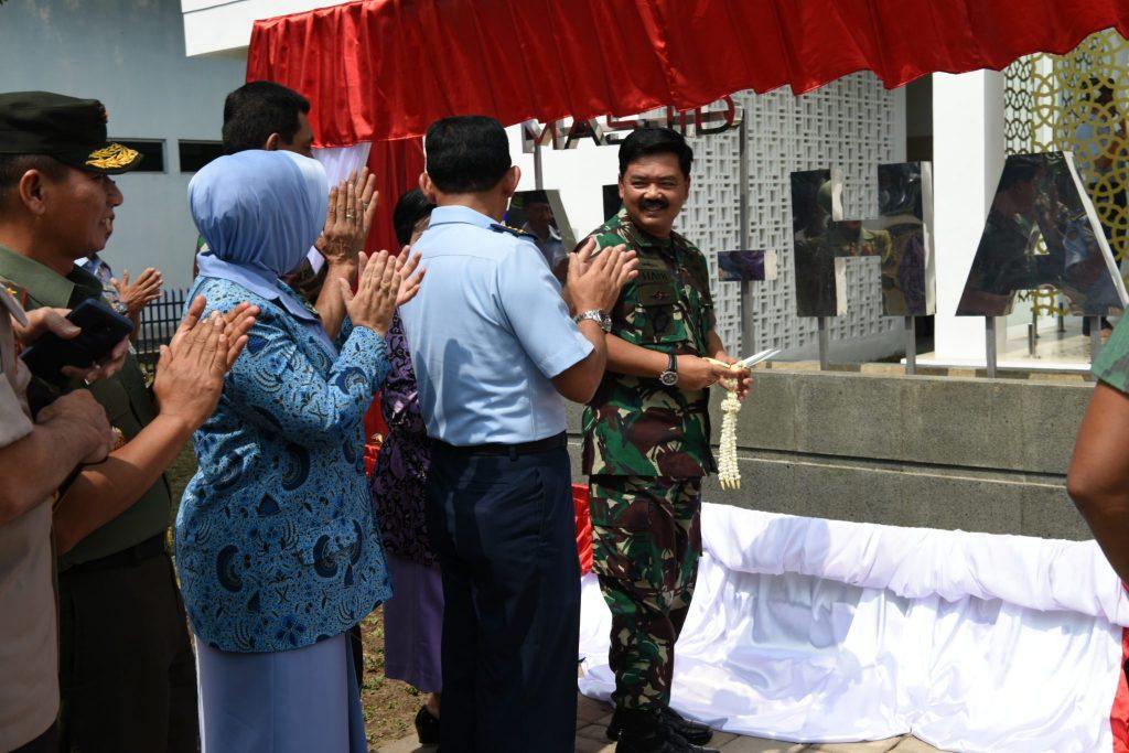 Panglima TNI Resmikan Masjid di Wirambara
