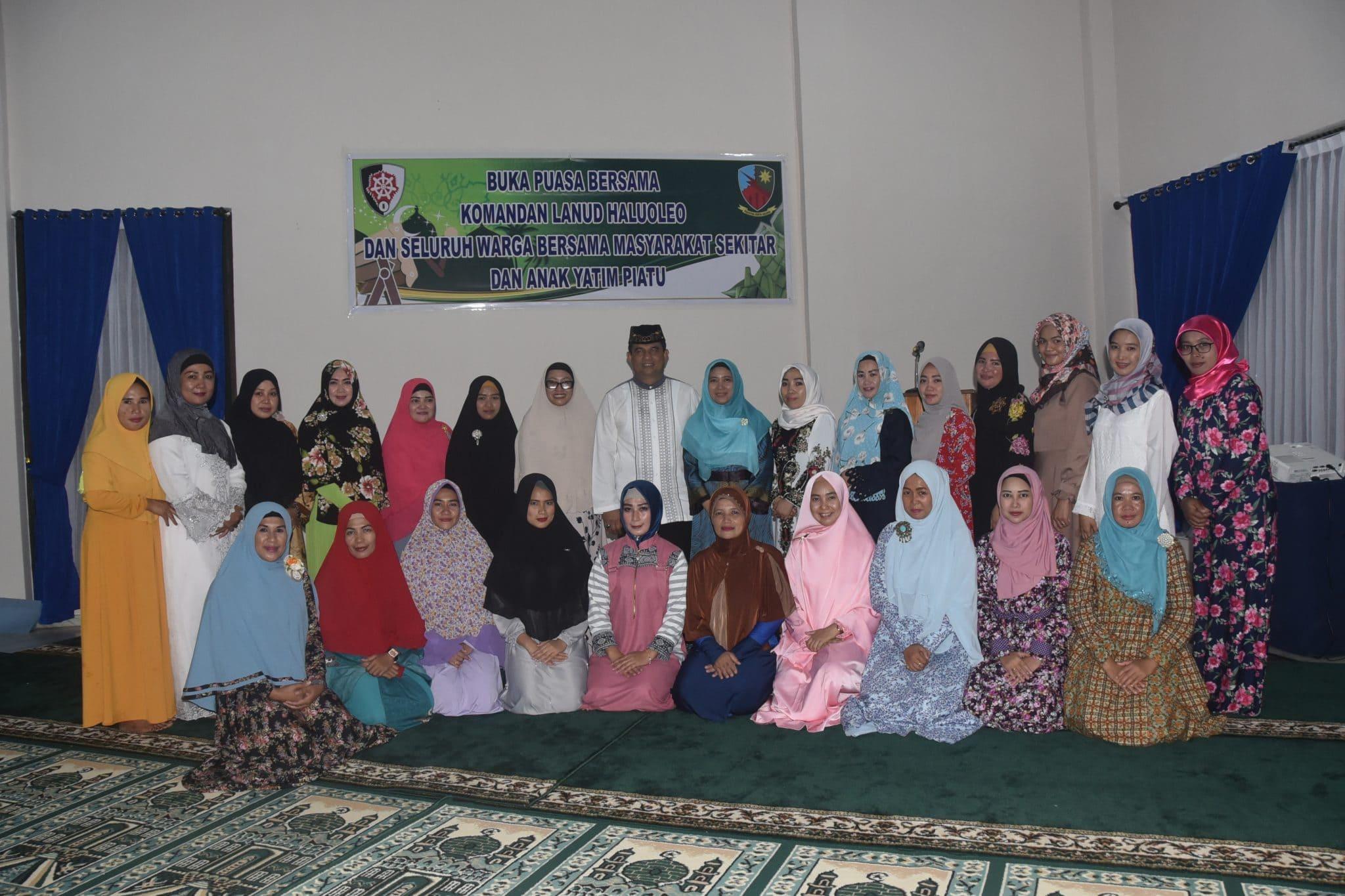 Buka Bersama Komandan Lanud Haluoleo dan Seluruh Warga bersama Masyarakat sekitar dan anak Yatim Piatu