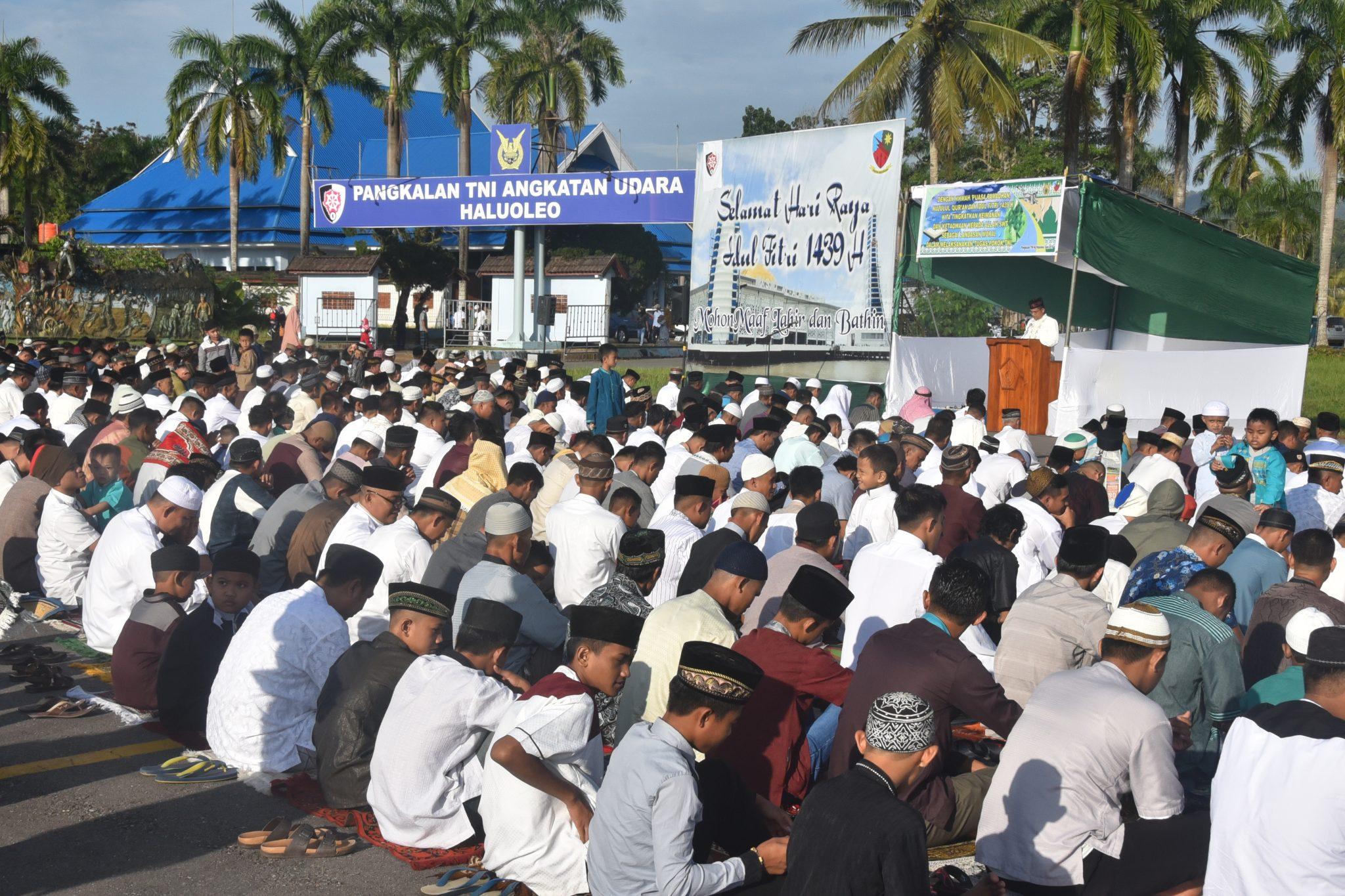 Keluarga Besar Lanud Haluoleo Sholat Hari Raya Idul Fitri di Military Apron
