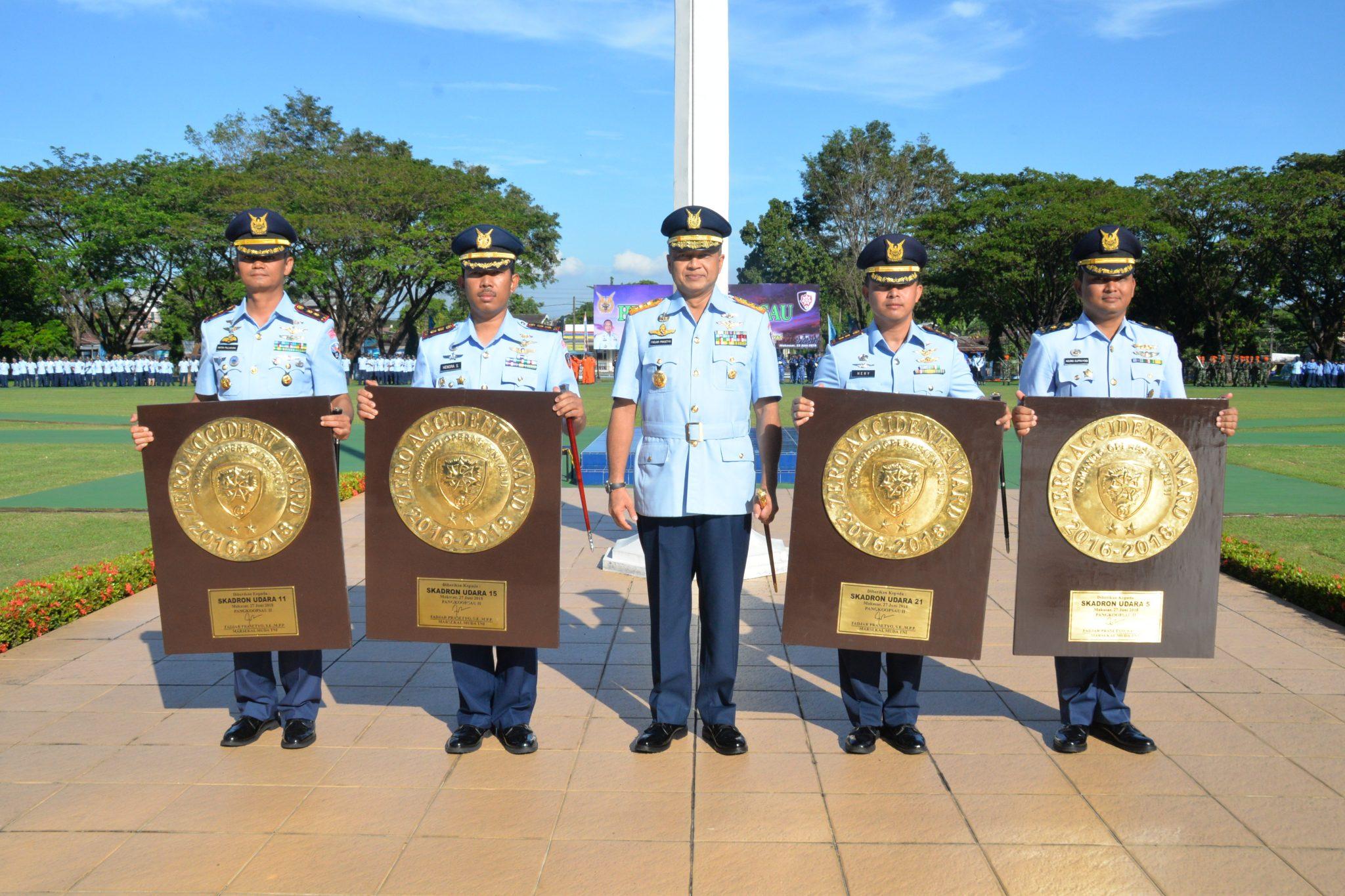 Komandan Skadron Udara 11 Dan 5 Raih Penghargaan Lambangja