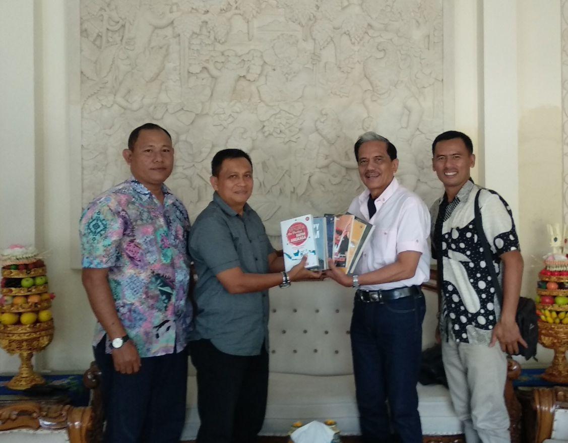 Marsekal (Pur) Chapy Hakim Sumbang Buku Ke Lanud Ngurah Rai
