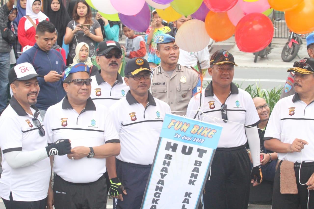 Personel Lanud Supadio Ramaikan Gowes Fun Bike HUT Bank Kalbar Dan Bhayangkara