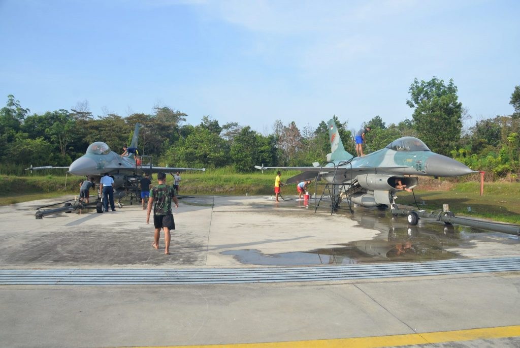 """Personel Skadron Udara 16 """"Mandikan"""" Pesawat Tempur F-16"""