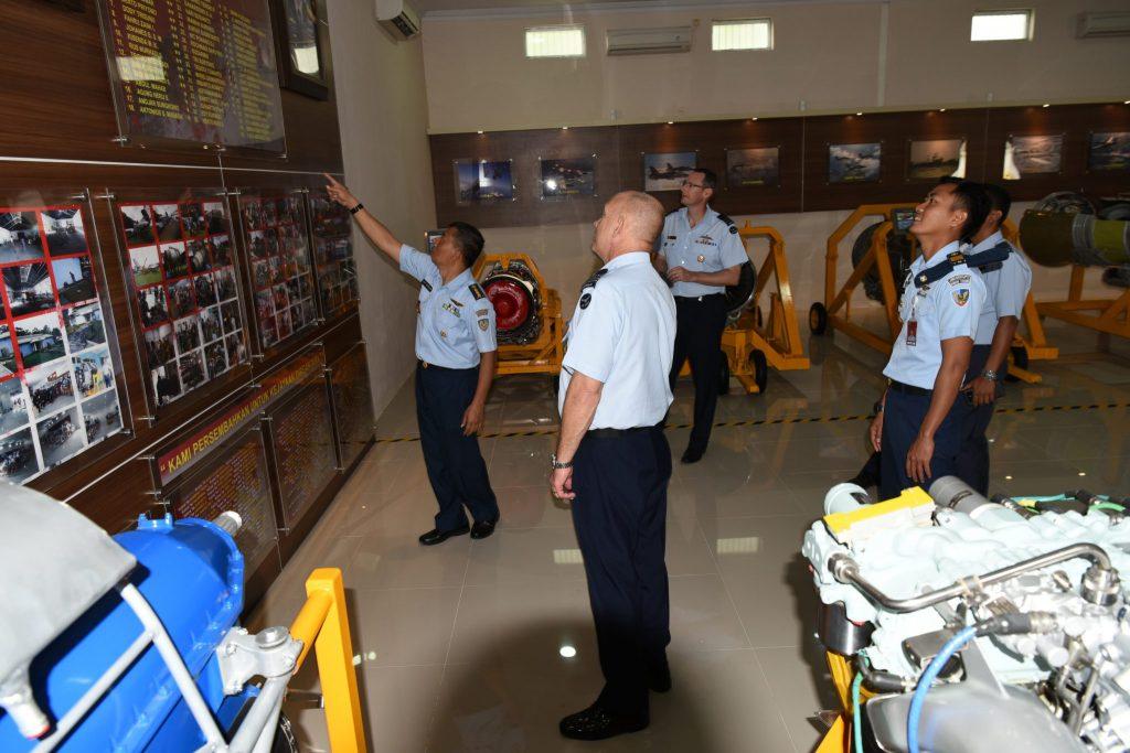 Pasis Seskoau Mancanegara Kunjungi Museum Pusat TNI AU