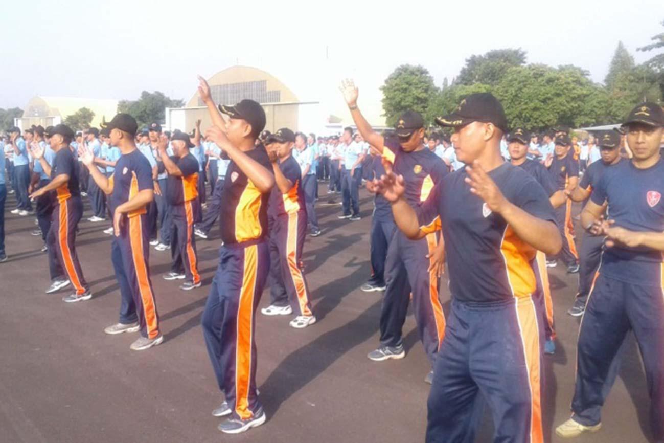 Denhanud 474 Paskhas dan Pengurus PIA Olahraga Bersama
