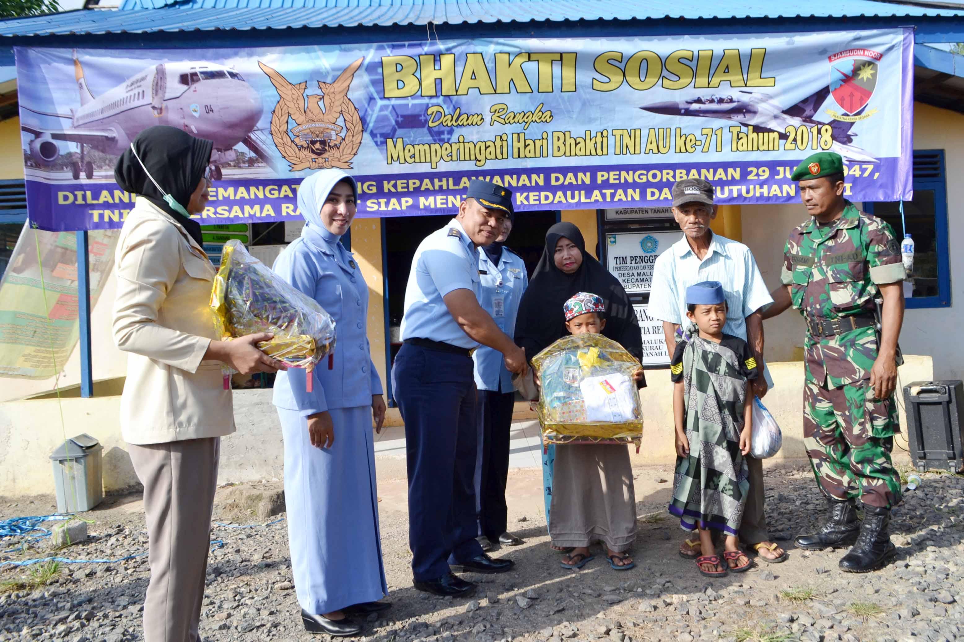 Lanud Sjamsudin Noor Gelar Bhakti Sosial Kesehatan dan Khitanan Massal Memperingati Hari Bhakti TNI AU ke-71 Tahun 2018