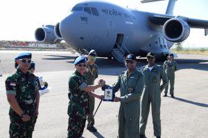 Keberangkatan Pesawat C-17 Globemaster India Serta Penyerahan Cinderamata oleh Danlanud El Tari