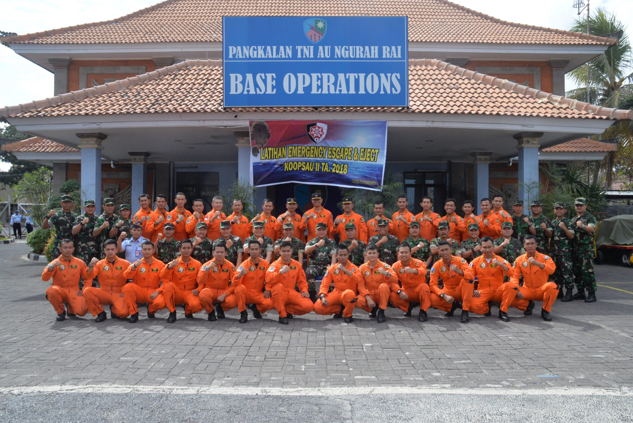 Pangkoopsau II Buka Latihan Parasailing Penerbang tempur Di Bali