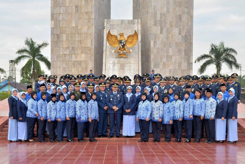 Lanud Sjamsudin Noor Laksanakan Ziarah Rombongan di TMP Bumi Kencana Banjarmasin Memperingati Hari Bakti TNI AU ke 71
