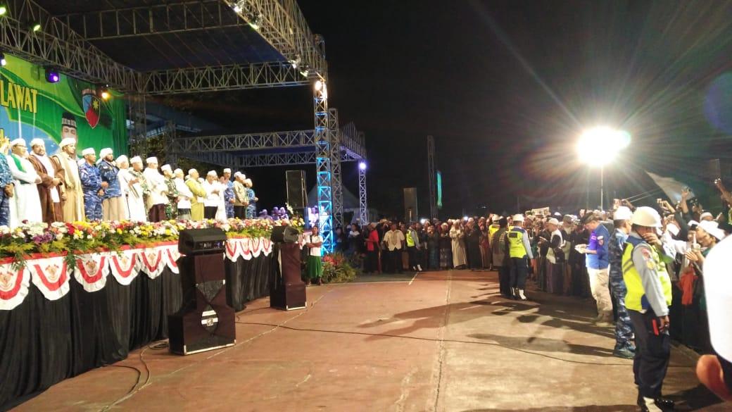 Ribuan Warga Hadiri Abd Saleh Bersholawat Bersama Syech Bin Abdul Qodir Assegaf