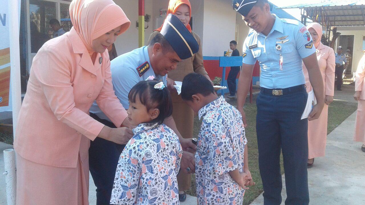 Upacara Penerimaan Siswa Baru TK Angkasa Lanud Haluoleo TA 2018-2019