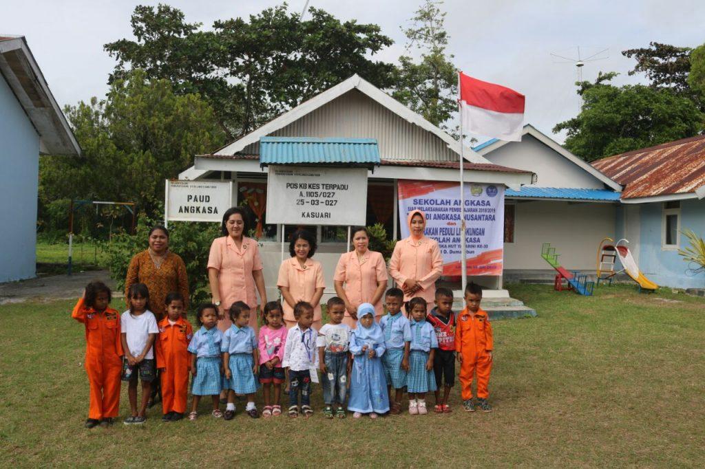 Penyambutan Siswa Baru Sekolah PAUD Angkasa dan Kegiatan Angkasa Peduli Lingkungan Lanud D. Dumatubun