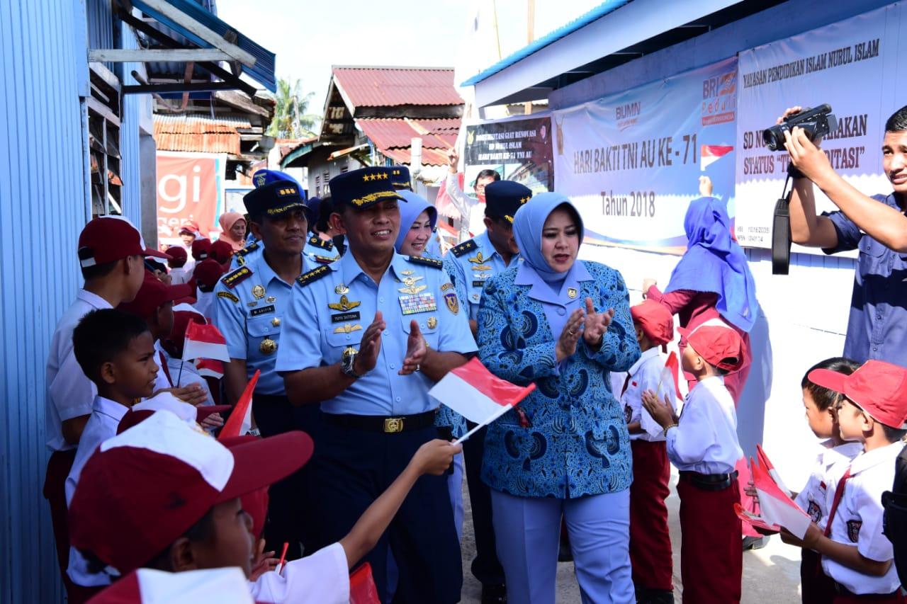 Hari Bakti TNI AU 2018: Kasau beserta Ketum PIA Ardhya Garini Kunjungi Objek Bakti Sosial di Tarakan