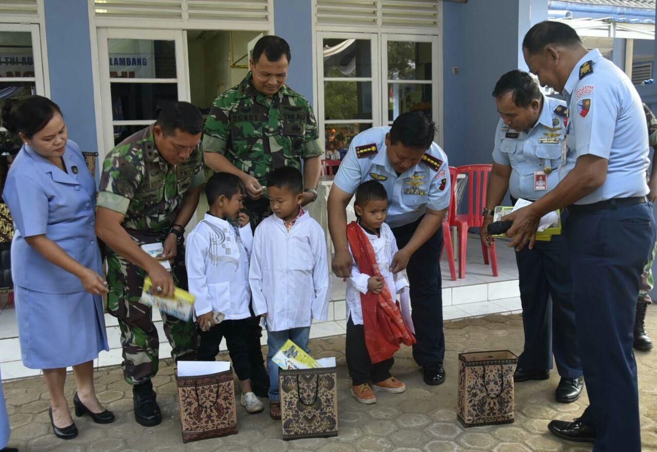 Peringati Ke 71 Hari Bakti TNI AU Lanud SMH Gelar Khitanan Dan Donor Darah