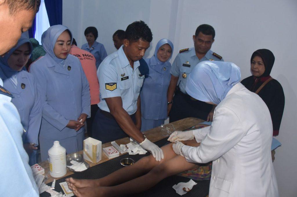 Khitanan Massal dalam rangka Hari bakti ke- 71 TNI AU di Lanud Haluoleo