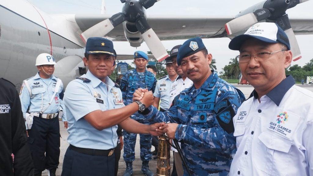 Hercules TNI AU Pembawa Api Asian Games Mendarat di Medan