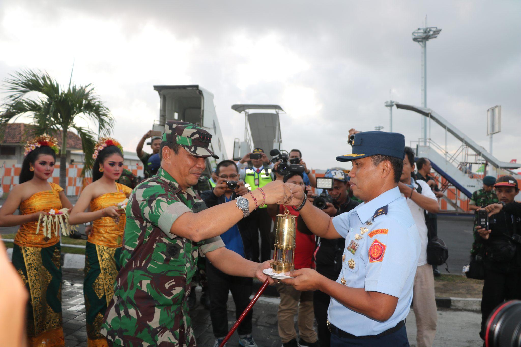 Komandan Lanud I Gusti Ngurah Rai Lepas Keberangkatan Api Obor Asian Games 2018
