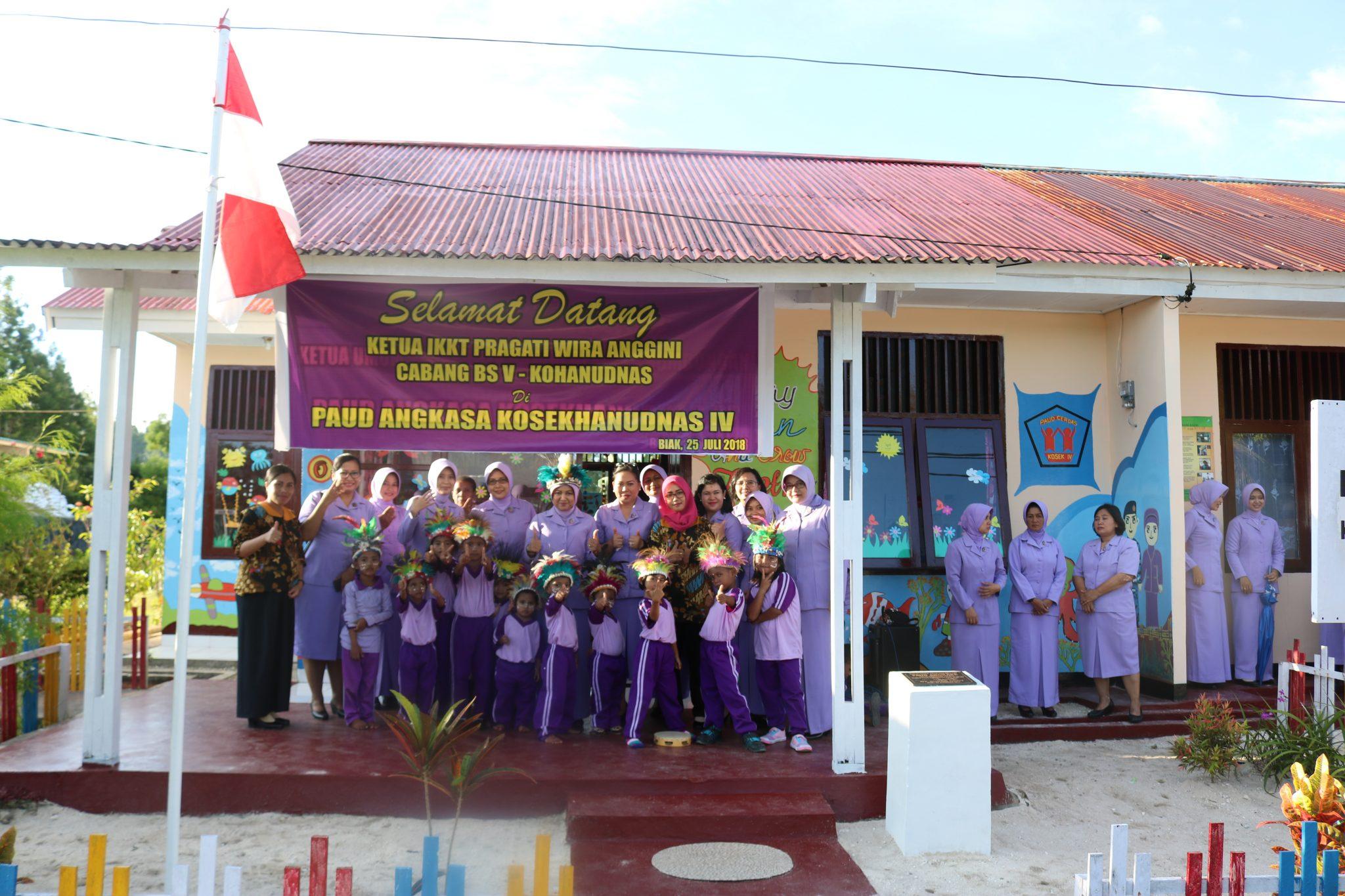 Ketua IKKT PWA Cabang BS V Kohanudnas kunjungi Paud Angkasa Kosekhanudnas IV