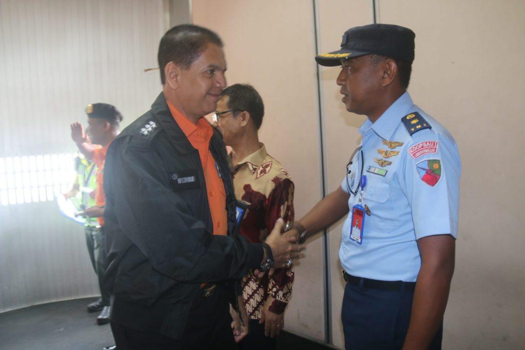 Kadisops Lanud RHF Sambut Kabasarnas dan Rombongan di Bandara Hang Nadim Batam