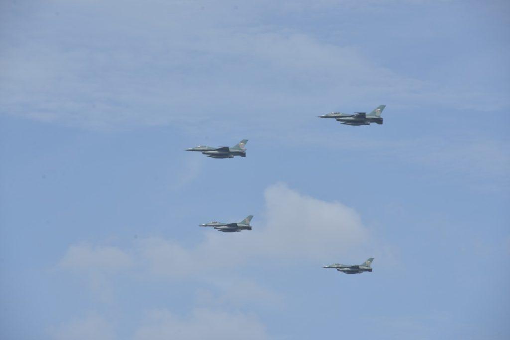 11 F-16 Meriahkan Praspa TNI/Polri 2018 di Atas Istana Merdeka